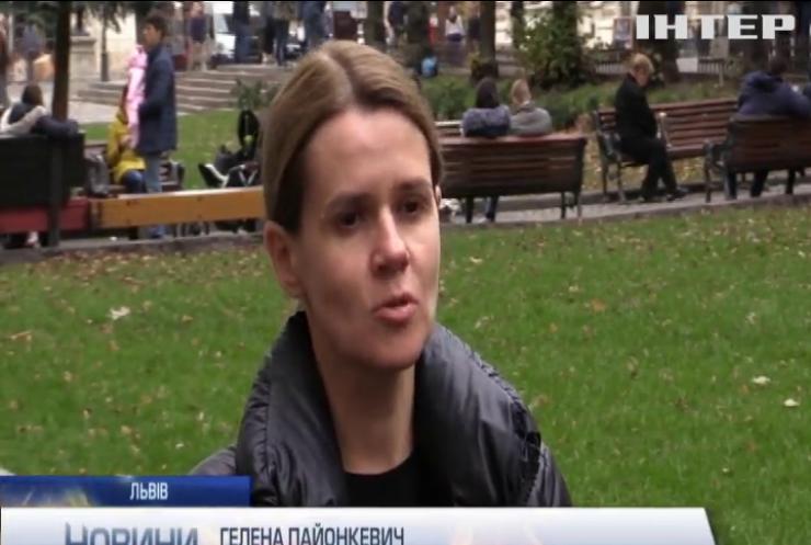 Налякані коні, травмовані люди: у Львові розшукують іноземців з петардами