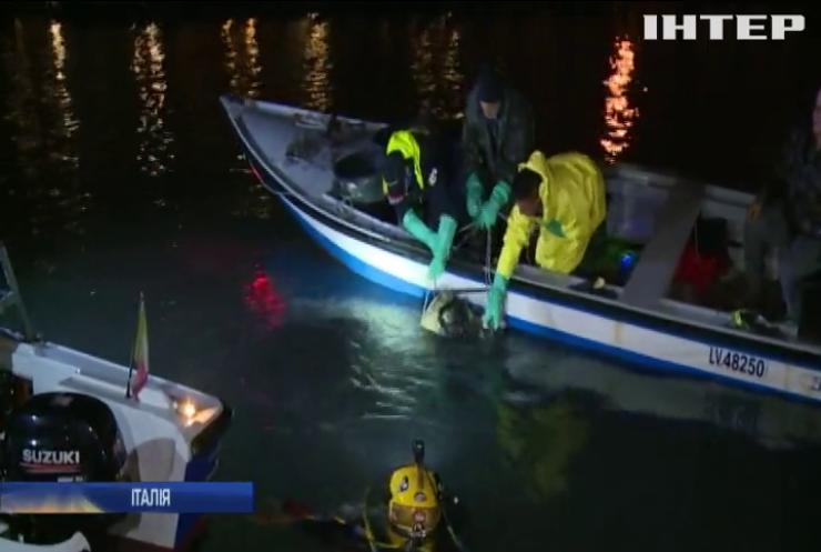 Венеційські гондольєри опановують професію водолазів
