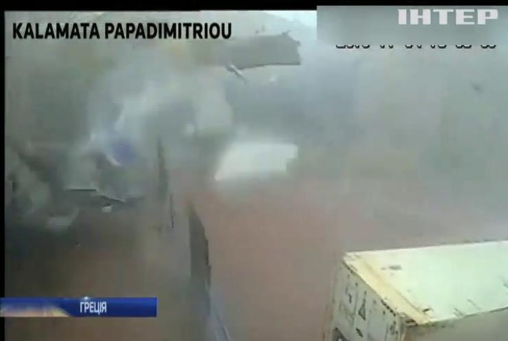 """Торнадо """"напав"""" на завод оливкової олії"""