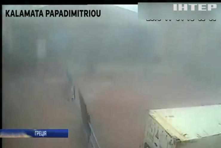 Потужний торнадо у Греціїї зірвав покрівлю фабрики