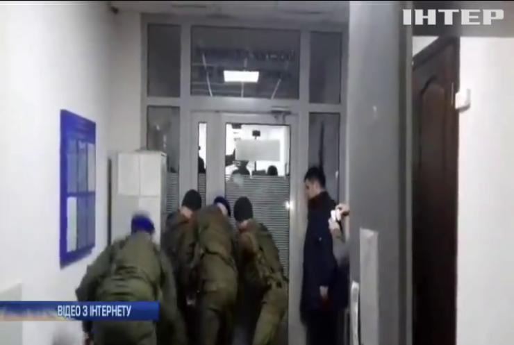 Прибічники Київського патріархату намагалися зірвати засідання суду у Києві