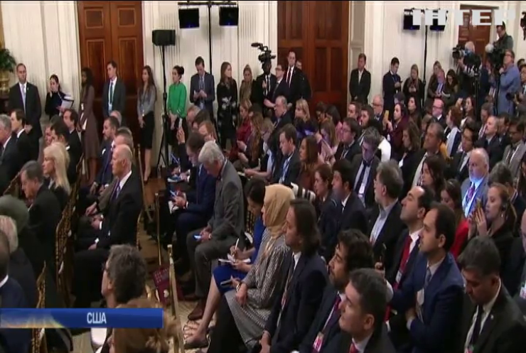 Дональд Трамп спростовує показання головних свідків на слуханнях стосовно імпічменту