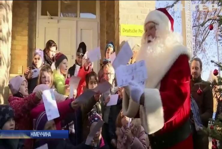 """У Німеччині запрацювала """"різдвяна пошта"""" Санта Клауса"""