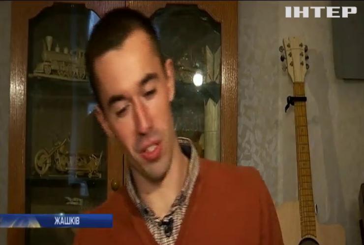 Мешканець Черкащини створив з сірників музичні інструменти