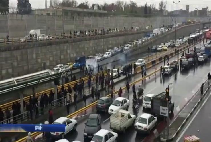 Сотні людей стали жертвами протестів у Ірані