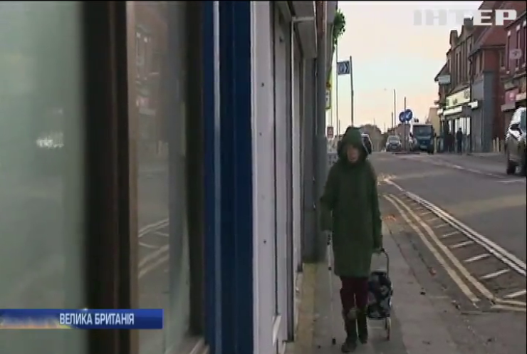 Таємничий Робін Гуд підкидає гроші жителям британського селища