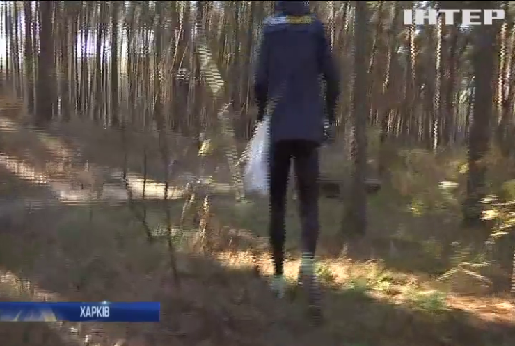 Харків'янин поєднує ранкові пробіжки із збором сміття