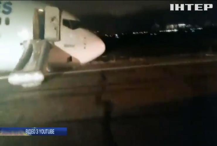 Аварійна посадка в Одесі: в аеропорт везуть обладнання для прибирання