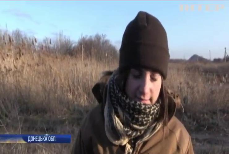 На Донбасі під ворожий обстріл потрапила жінка з дитиною