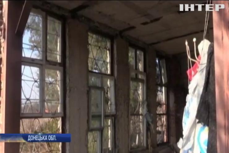 У селищі Березове військові гасили палаючий від обстрілу будинок