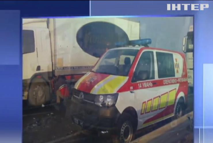 На трасі Київ-Одеса зіткнулися 11 автівок
