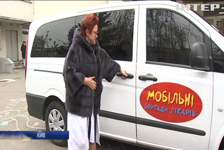 Мобільна клініка: фонд Олени Пінчук допомагає хворим на ВІЛ та СНІД дітям подолати страшну хворобу
