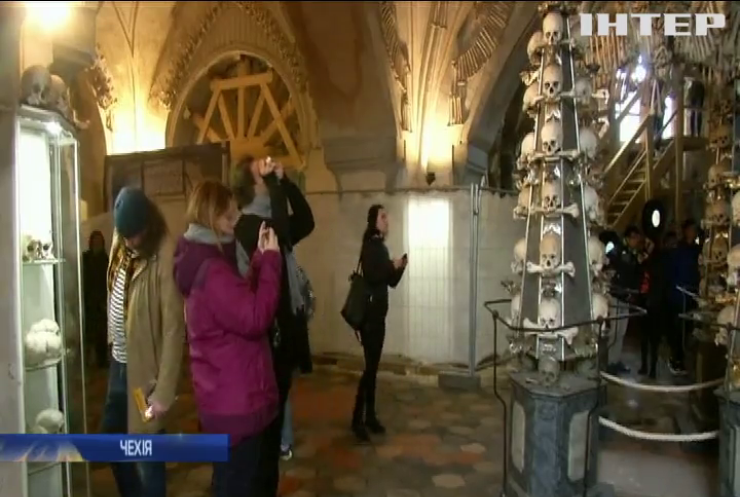 У Чехії відвідувачам кістяної каплиці заборонять фотографуватися