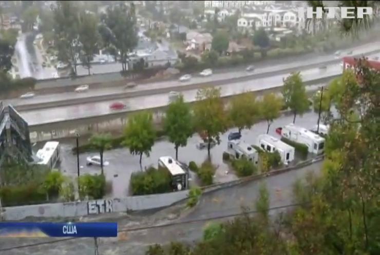У Каліфорнії повінь змила десятки машин