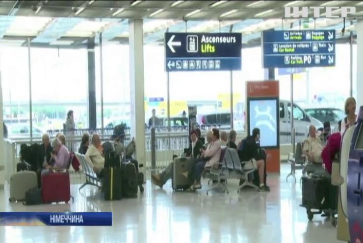 У Берлінському аеропорту застрягли українці