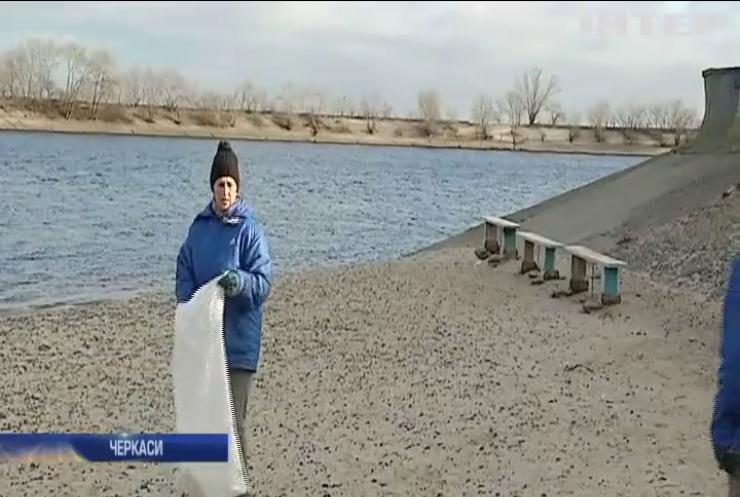 Черкаські дайвери відзначили початок зими прибиранням Дніпра