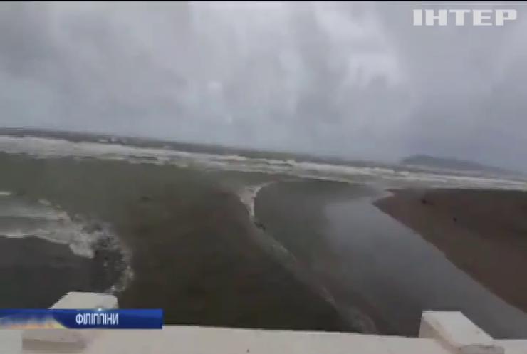 На Філіппіни прийшов потужний циклон
