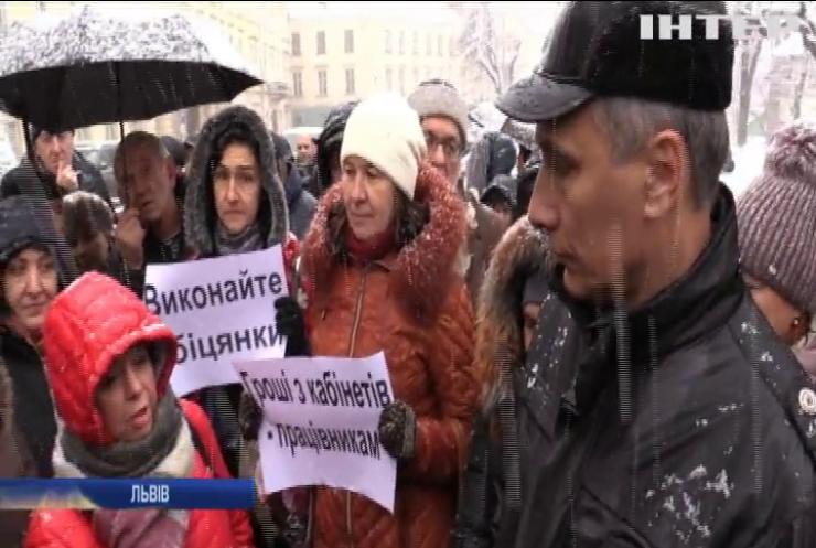 """Львівські медики """"швидкої"""" вимагають підвищення зарплати"""