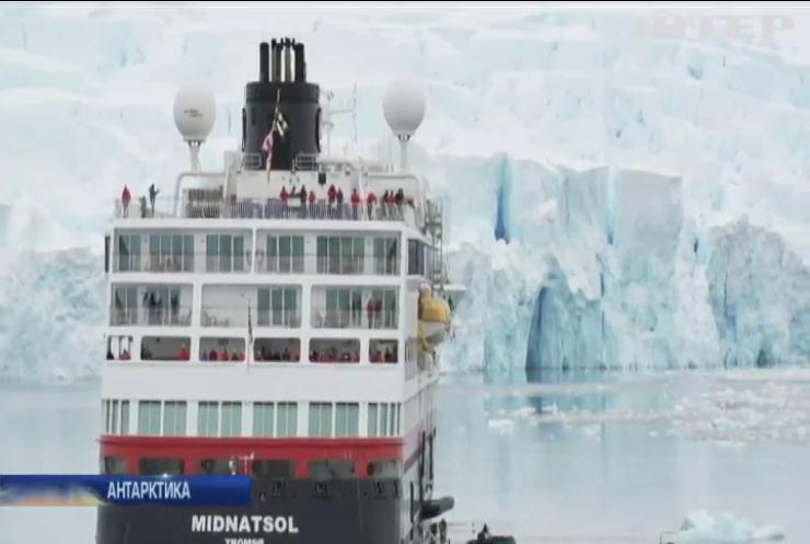 """""""Сніг, полярники та пінгвіни"""": туристи стікаються на відпочинок до Антарктиди"""