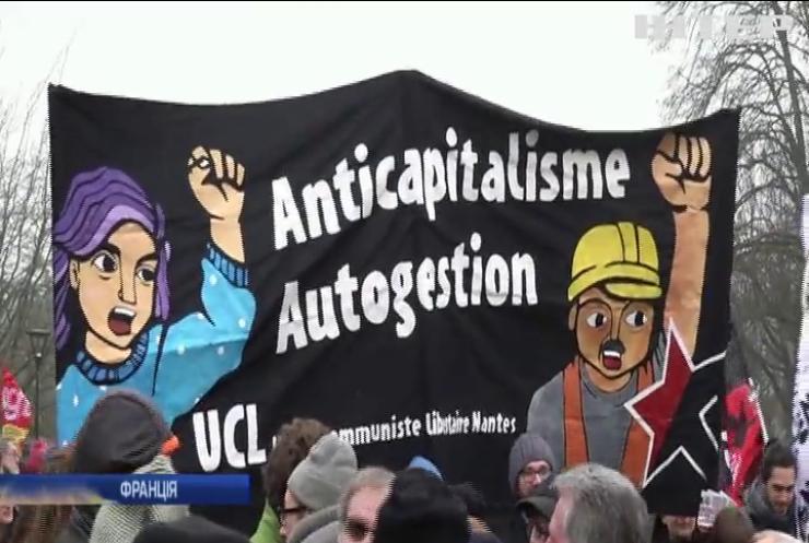 У Франції пройшли масштабні протести проти пенсійної реформи Макрона