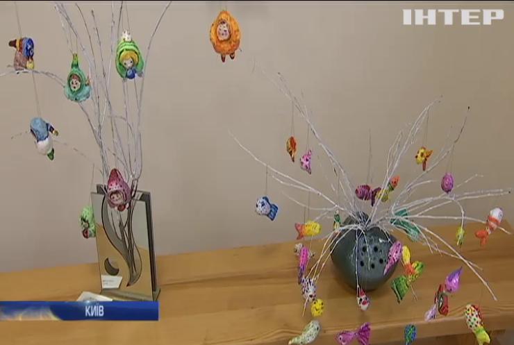 У Києві пройшла виставка новорічних іграшок
