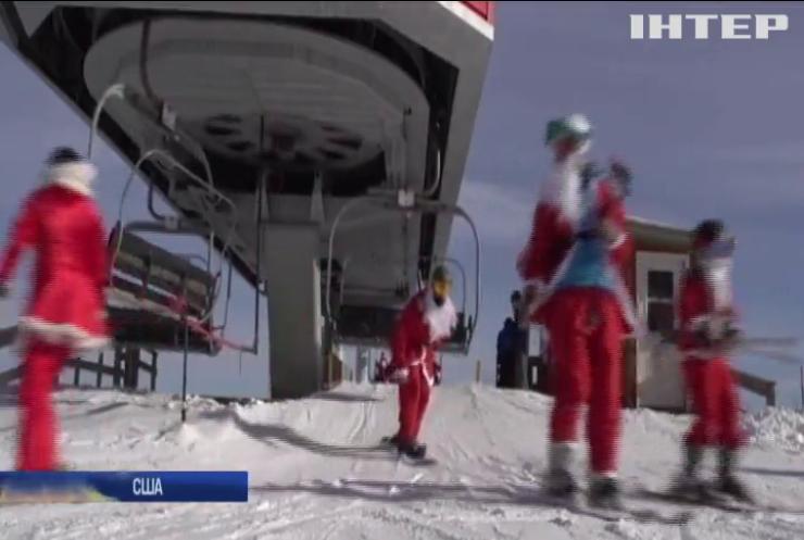 Масовий благодійний спуск: у США Санта Клауси проїхались на лижах та сноубордах