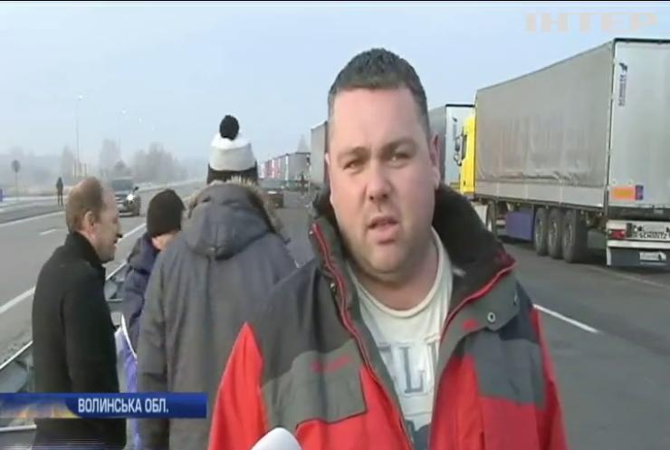 На кордоні з Польщею колона авто розтягнулася на 15 кілометрів