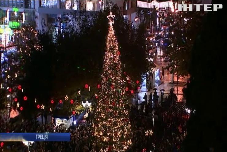 В Афінах запалили вогні на різдвяній ялинці