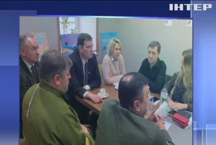До Латвії на реабілітацію поїхали 11 звільнених в'язнів Кремля