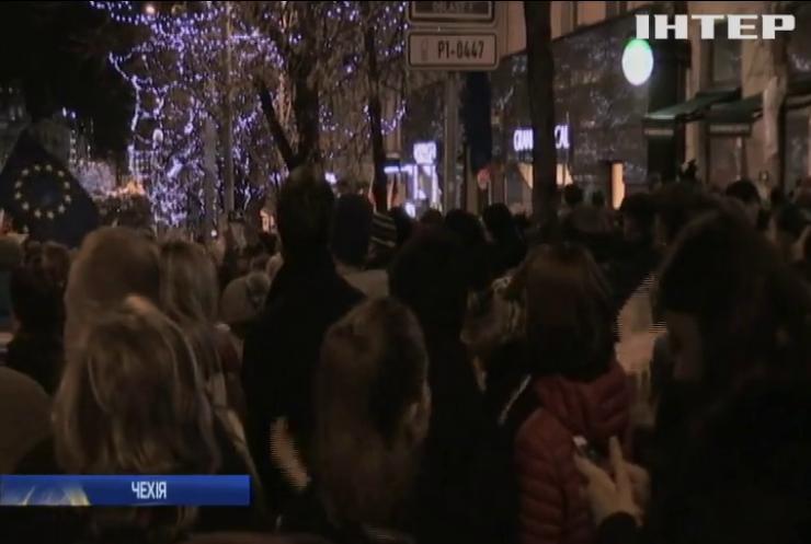 Десятки тисяч людей у Празі протестують проти чинного прем'єр-міністра