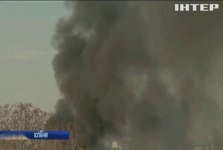 Біля Барселони горить хімічний завод