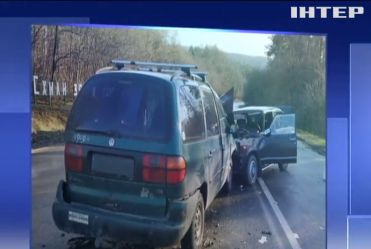 На Тернопільщині легковик зіштовхнувся автобусом