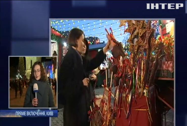 На Софійській площі встановили головну ялинку України
