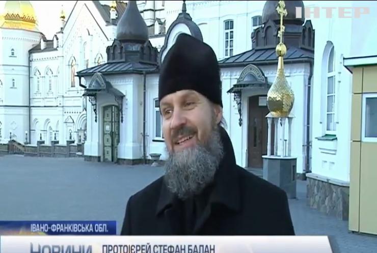 У Почаєві представники УПЦ порадували малозабезпечених діток подарунками