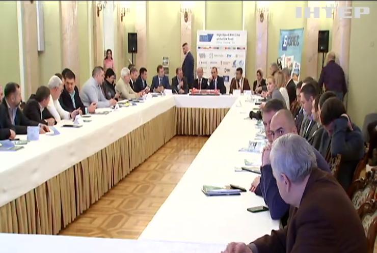 Українські фахівці пропонують запустити швидкісні вантажні перевезення залізницею