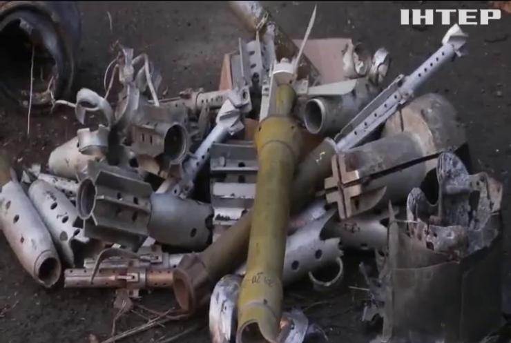 Українські військові зробили ялинку з ворожих снарядів