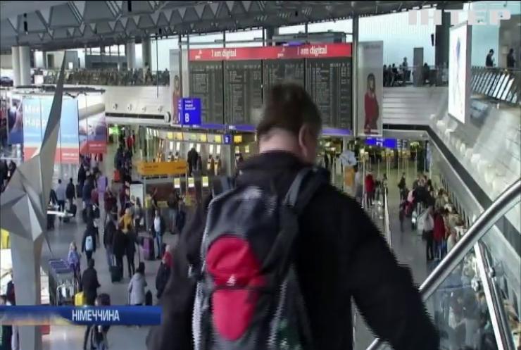 Німецький лоукостер скасовує понад 170 рейсів