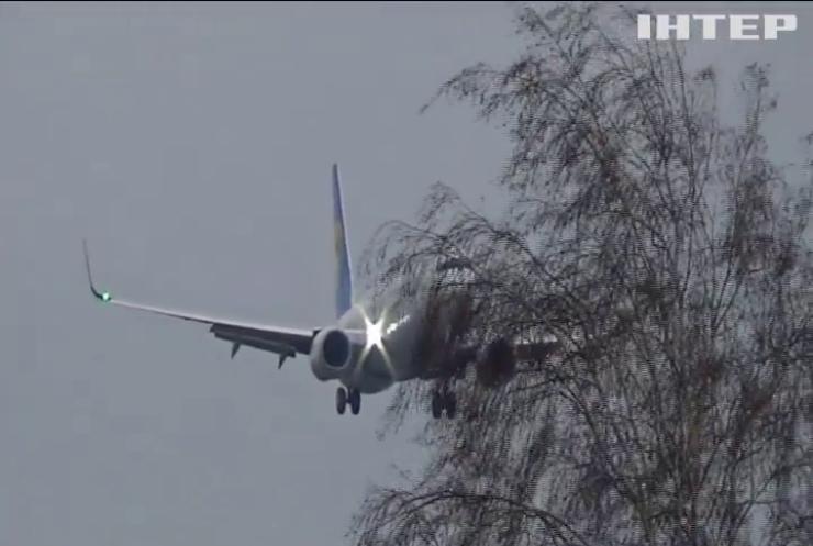 Авіакатастрофа Boeing 737-800: що відомо про літак та його екіпаж