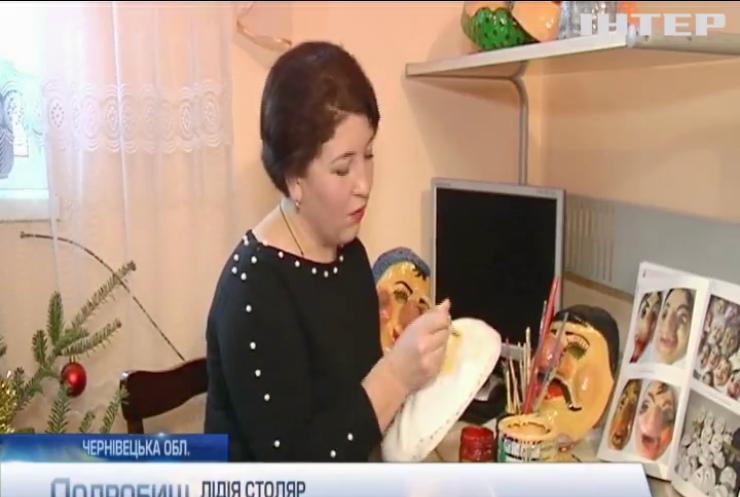 Новорічне мистецтво: на Буковині займаються виготовленням карнавальних масок