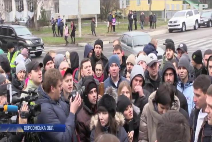 Протести у Каховці: у райвідділку звільнили 10 поліцейських