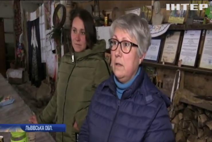 У Карпатах переселенка з Донбасу доглядає кіз та продає сири