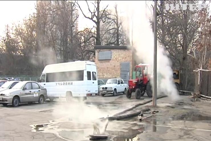 У Солом'янському районі Києва вдруге за добу прорвало трубу з гарячою водою