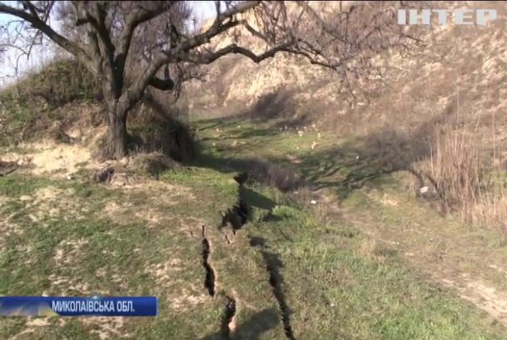 Розколина завдовжки півкілометра: в Очакові стався зсув ґрунту