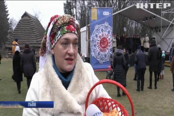 """У Львові відсвяткували фестиваль """"Пампуха"""" за стародавніми традиціями"""