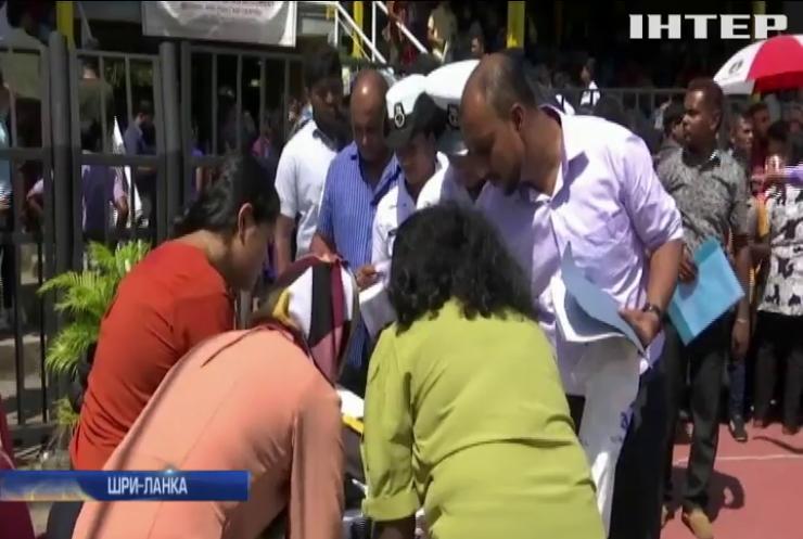 На Шри-Ланці тисячі близнюків зібрали на стадіоні