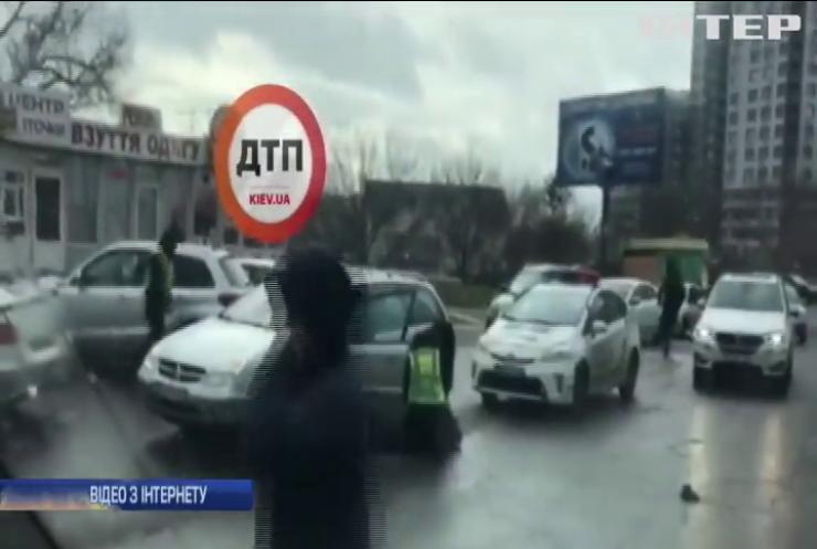У Києві відбувся збройний напад на поліцейських