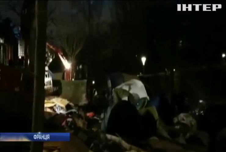 Поліція Франції направила важку техніку для розгону табору біженців