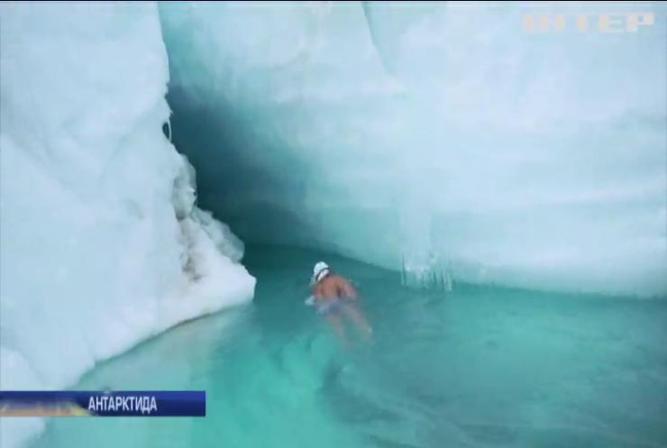 Британський плавець-екстремал пірнув у крижані води Антарктики