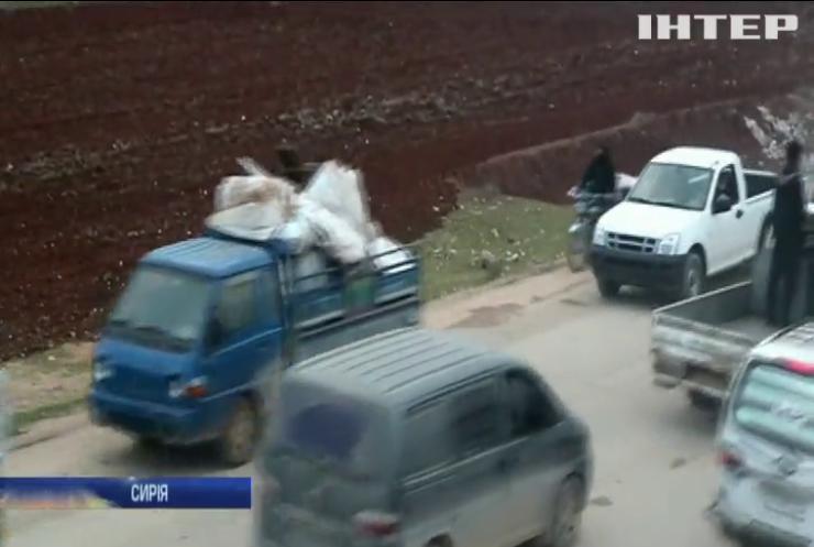 Десятки тисяч жителів Сирії змужені рятуватись від обстрілів