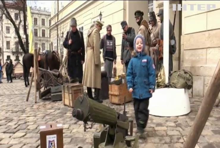 У Львові показали обмундирування захисників Крут